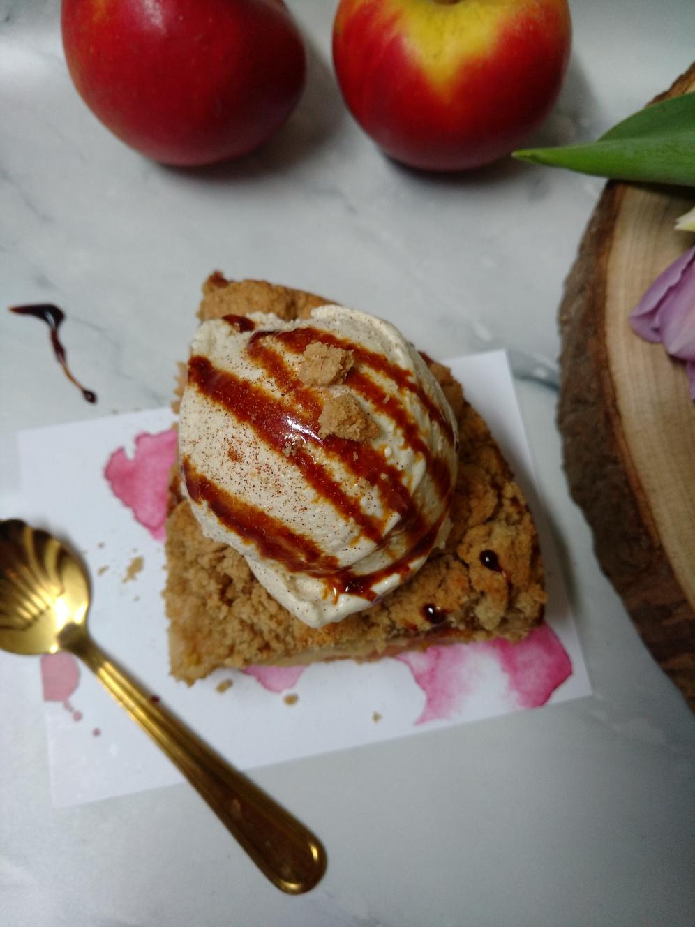 Haferstreuselkuchen, vegan mit selbstgemachtem Joghurt-Vanilleeis