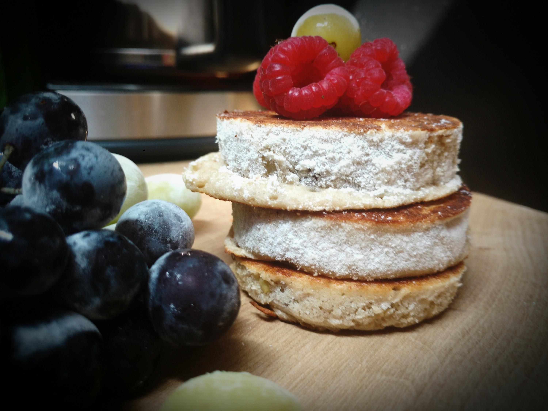 Vegane Plinsen - Dicke Hefepfannkuchen mit Rosinen