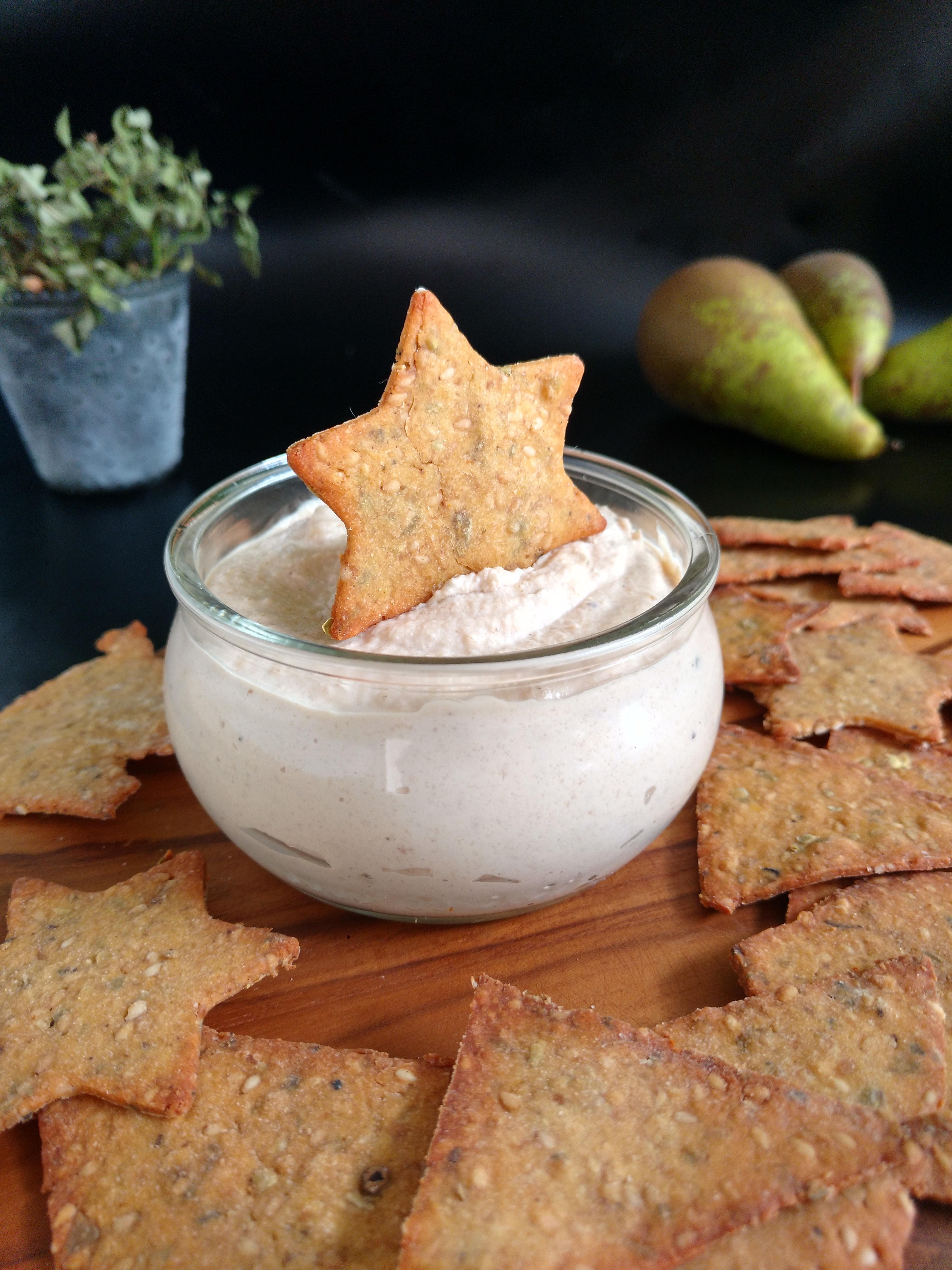 würzige, glutenfreie Tortilla-Chips mit Miso-Dip.