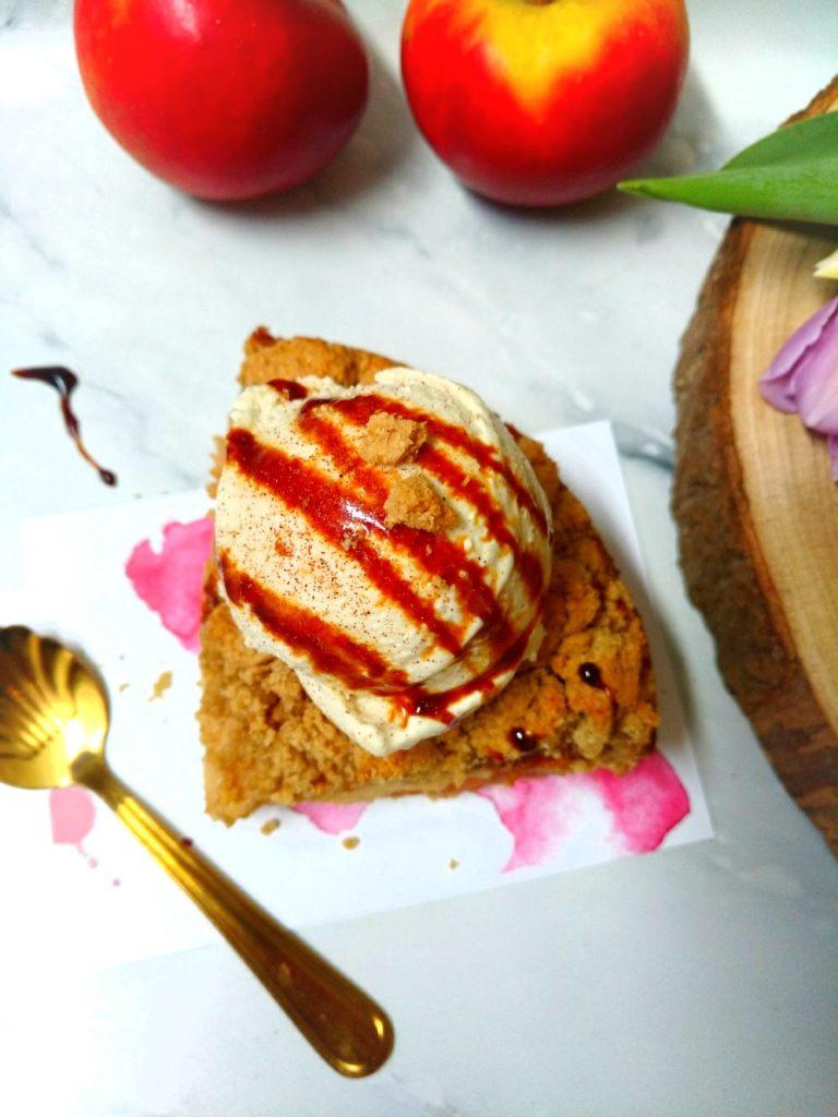 Haferstreuselkuchen mit Joghurt-Vanille Eis