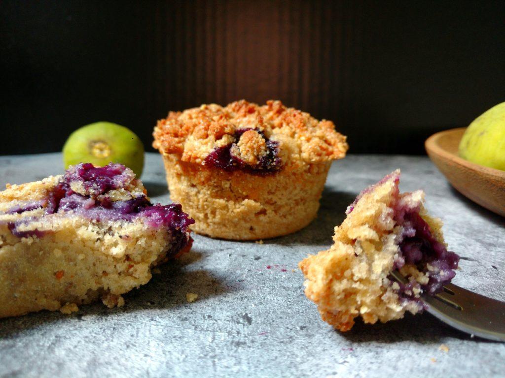 Fluffig, saftig vegan und weizenfrei und mit super leckeren Erdnussbutter Streuseln