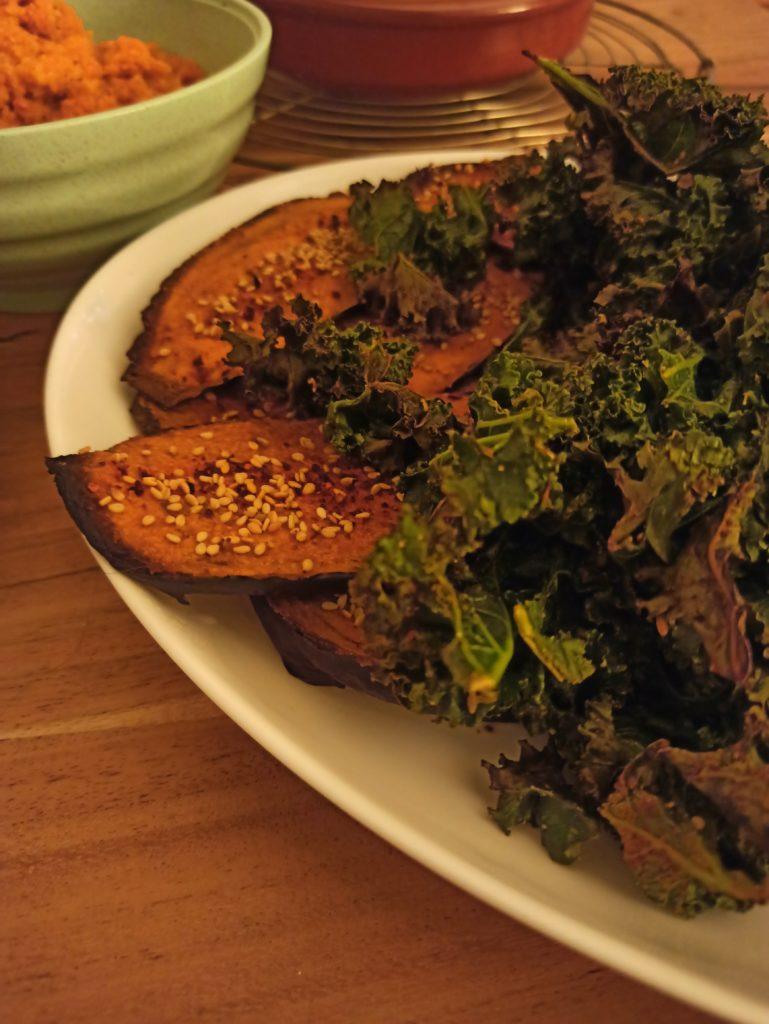 Gebackener Grünkohl vegan mit knusprigen Auberginenchips