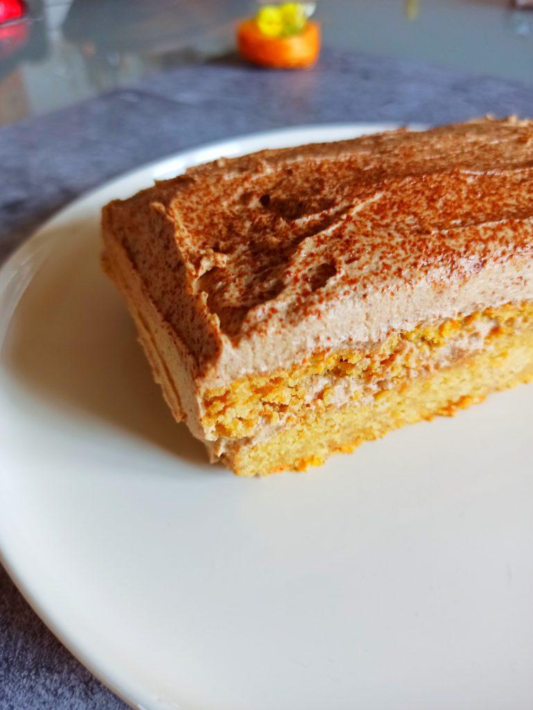 Rüblischnitte. Veganer Karottenkuchen mit gesunder Haselnuss Ganache