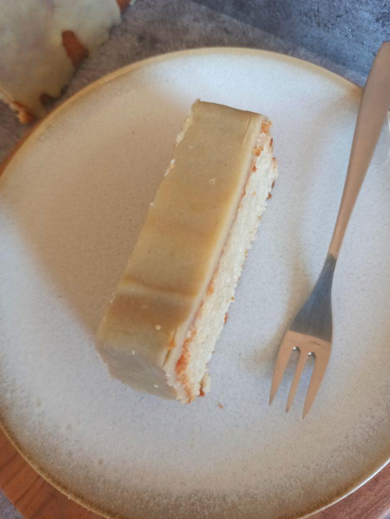 Veganer Kokosmilchkuchen mit Cashew Glasur